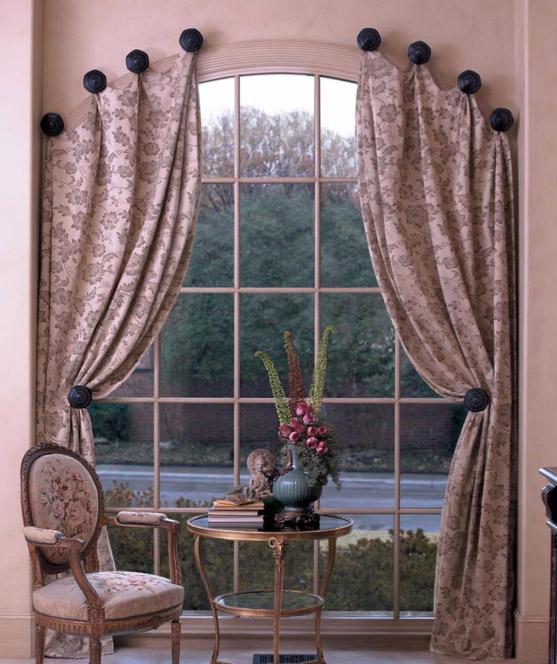 Арочные шторы с узором для гостиной