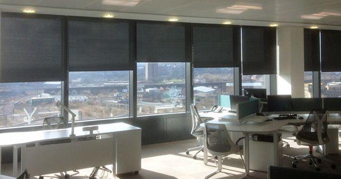 Офисный кабинет с жалюзи