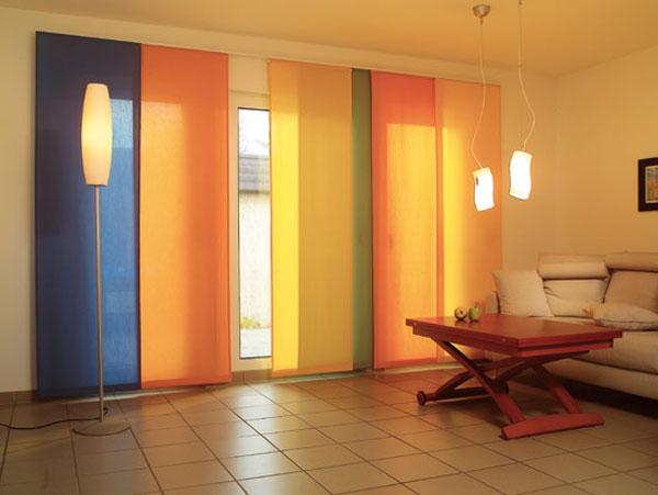 Комбинация разноцветных японских изделий