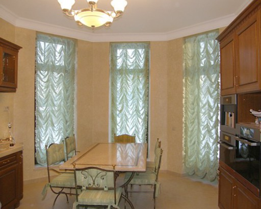 Столовая-кухня в классическом стиле