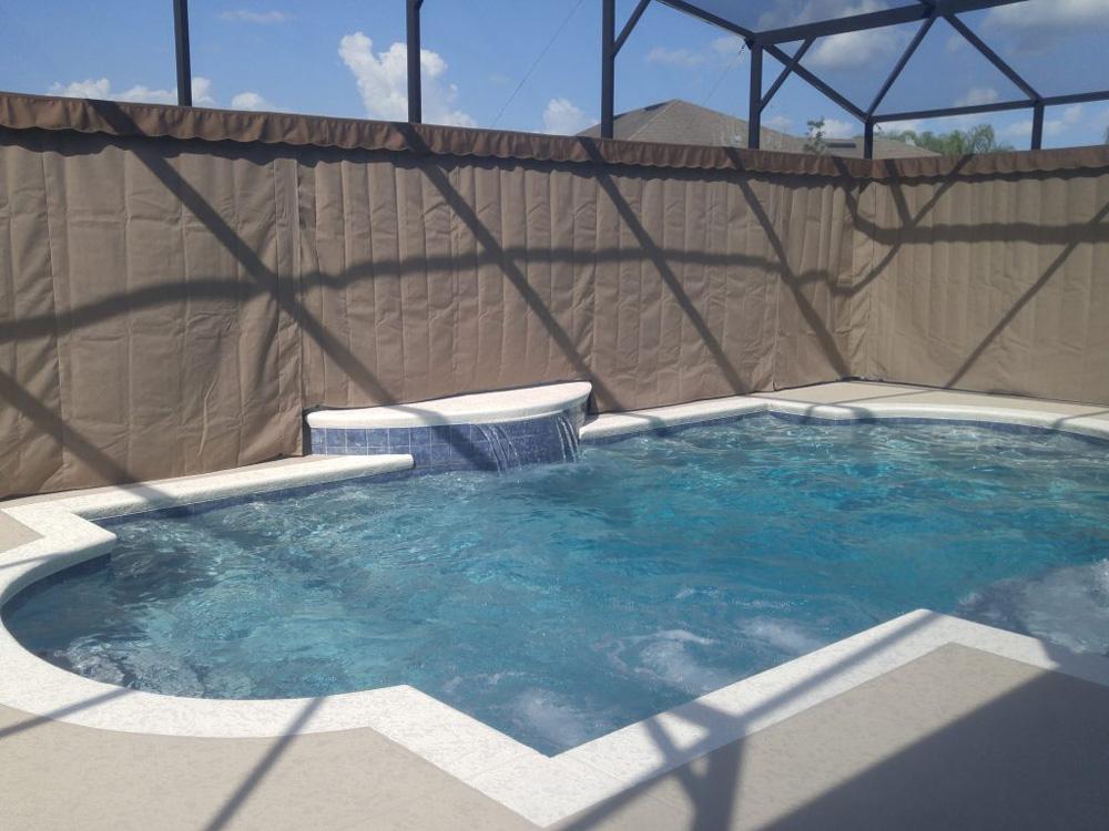 Защитные шторы прямого кроя для бассейна