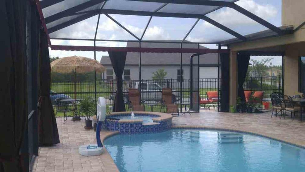Защитные шторы для бассейна