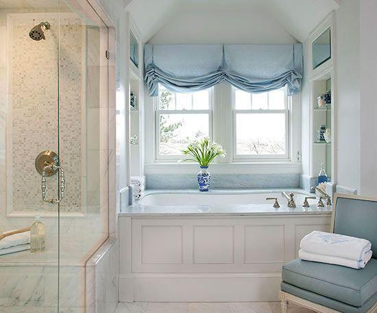 Голубые, римские шторы для ванной комнаты
