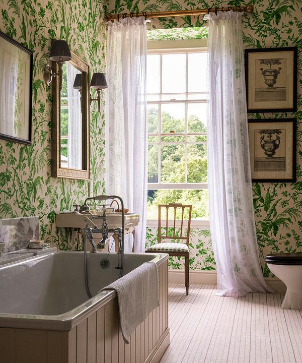 Легкие шторы для ванной комнаты