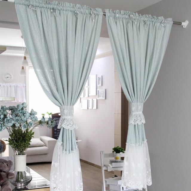 Голубые дизайнерские шторы для гостиной.