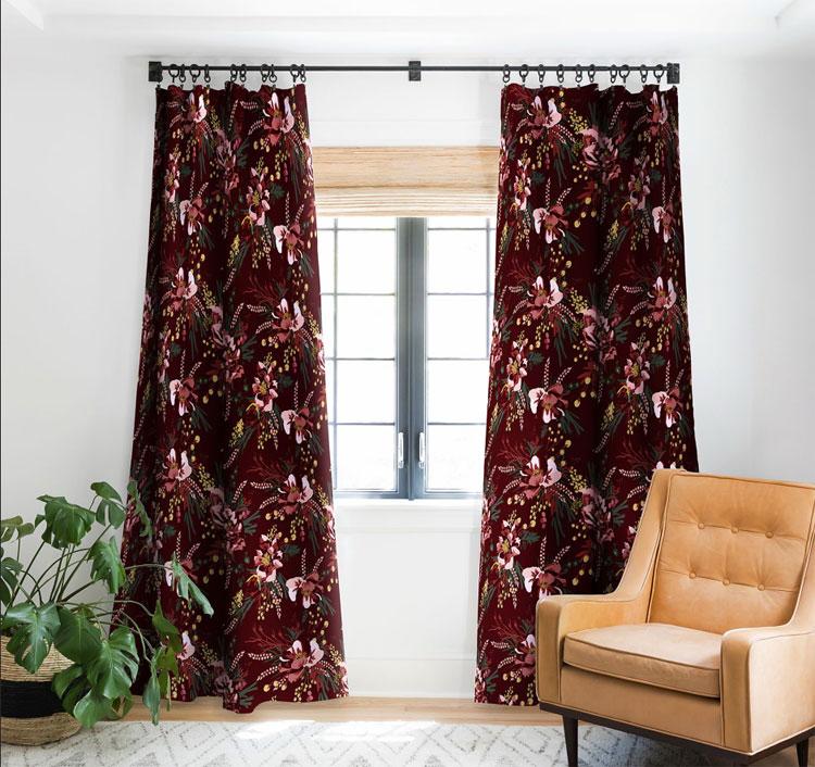 Бордовые шторы с узором