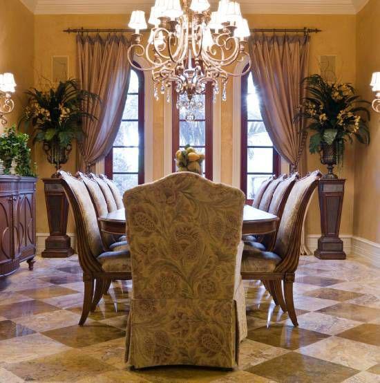 Портьеры в гостиной светло-коричневом интерьере
