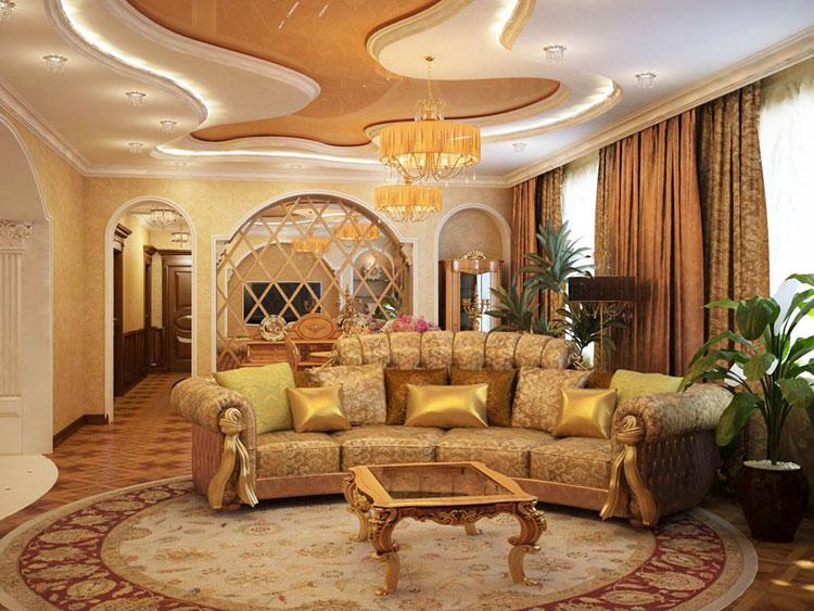 Золотистые шторы в роскошной гостиной