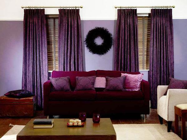 Фиолетовые шторы в сиреневой гостиной