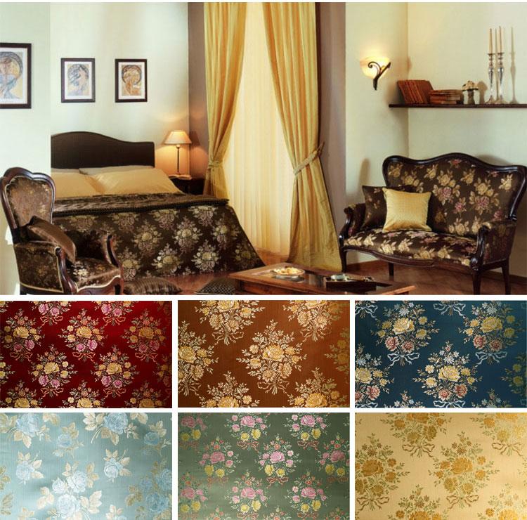 Золотистый текстиль в гостиной