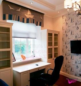 Шторы в кабинет ШКАБ0018, рулонные белые, с ламрекеном с принтом
