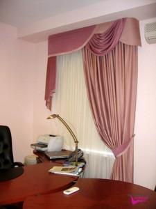 Шторы в кабинет, классические розовые с ламбрекеноном