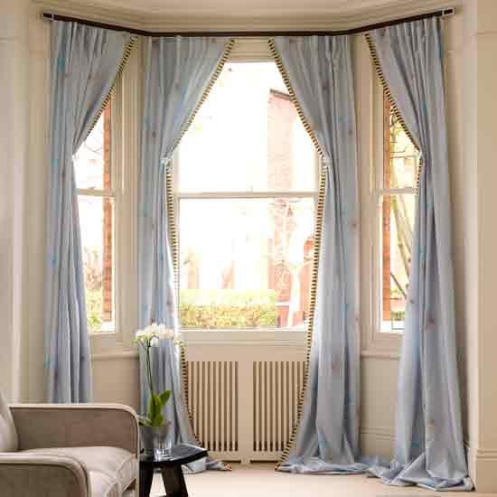 Текстильные изделия для нескольких окон без простенков между ними