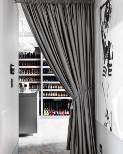 Выделение зоны гардеробной