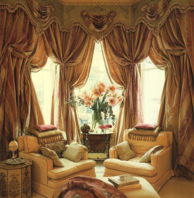 Тройные текстильные изделия с ламбрекеном для гостиной