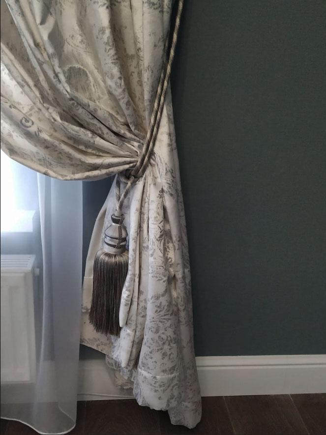 Дизайнерская штора с кистью