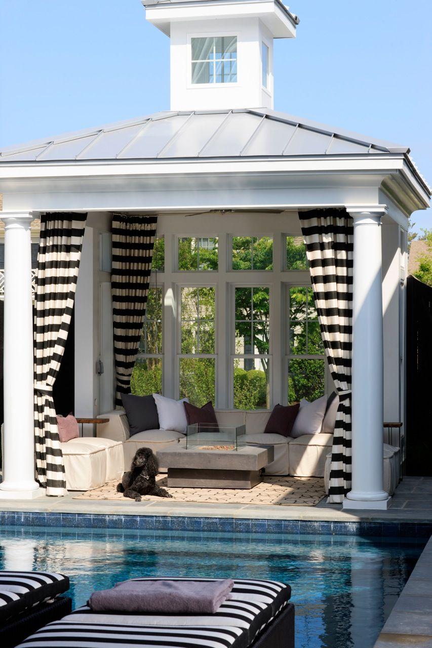 Контрастные шторы в бело-черную горизонтальную полоску