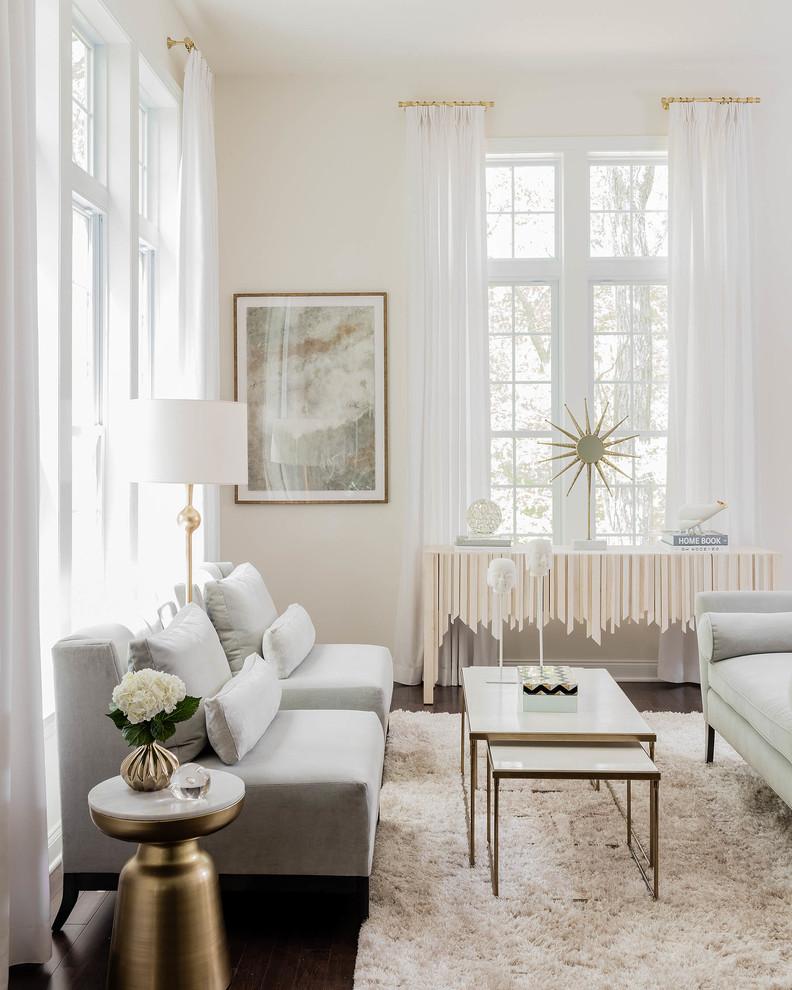 Современные шторы в белом интерьере