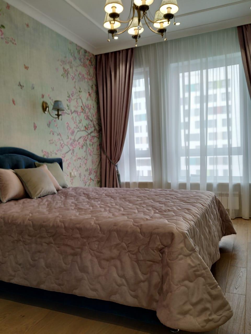 Шторы в спальню ШСП023. Комплект текстильных изделий бежевых оттенков.