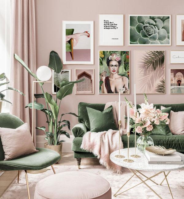 Стены розового цвета и шторы