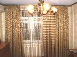 Шторы в гостиную ШГ0033, золотые шторы с рисунком в полоску и узором