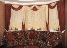 Шторы в гостиную ШГ0016, дизайнерские, коричневые шторы в эркер + французские шторы+ мягкий двухцветный ламбрекен